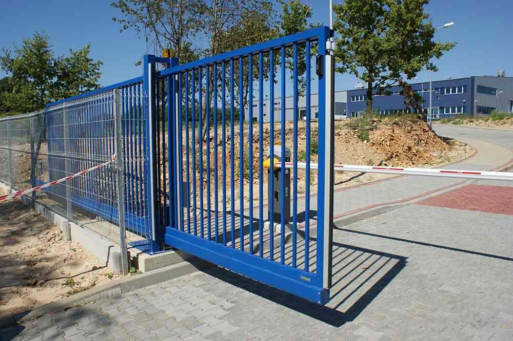 Samonosná brána Egidia SC s tyčovou výplňou.